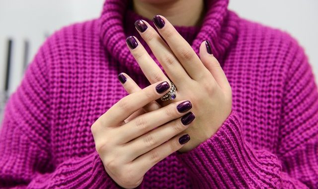 Cum accesorizăm unghiile de sărbători